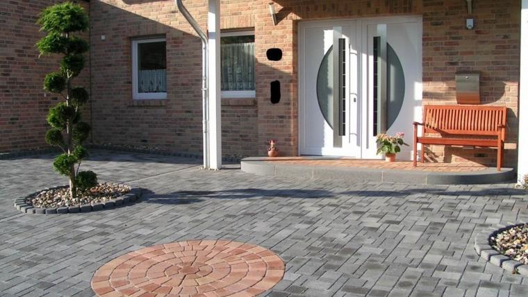 Beton- und Natursteinpflaster